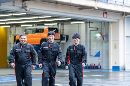 スーパーオートバックスの自動車整備士募集|月給25万円~応相談!サポート体制充実◎