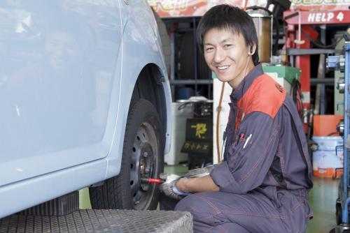 《ピットスタッフ×神奈川県》 車好き大歓迎♪やりがいと自己成長が感じられる職場です!!