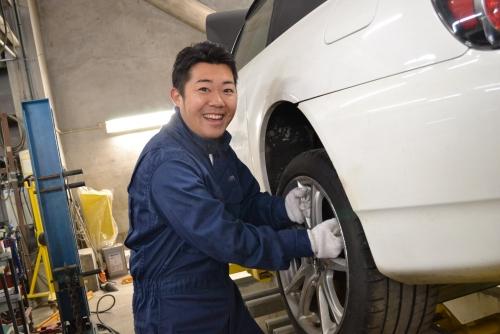 大手国産車のショールームで自動車整備士のお仕事