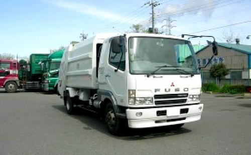 トラック・特殊車両の整備士募集!月給35万円以上、土日休み、寮完備