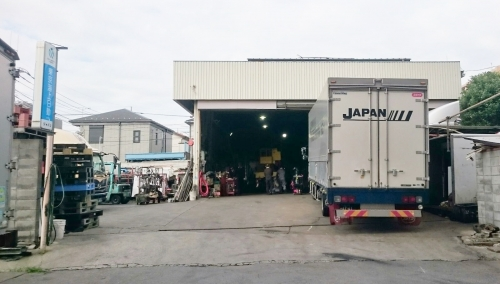 関連物流企業のある安定した会社で、トラック整備のプロフェッショナルになりませんか?