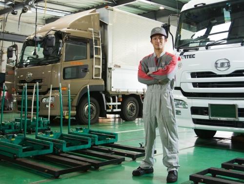 【正社員 東京都】高年収!残業少!大手トラックメーカーの整備士募集!