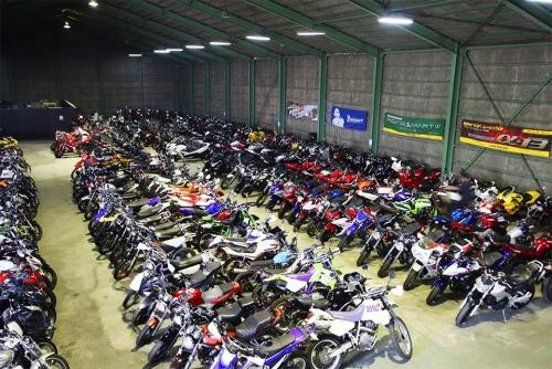店内には常時400台のオートバイ!