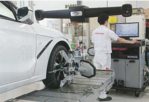 最新の設備で進化する自動車に対応できる整備士へ